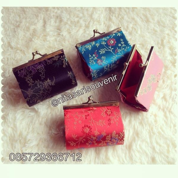 Dompet hollo cina